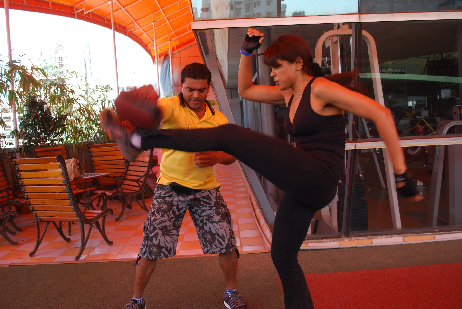 Sameera Reddy kick-boxing