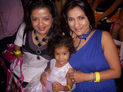 Aarti Surendranathan with sister and her daughter