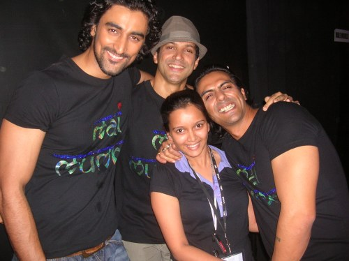 Kunal Roy Kapoor, Farhan Aktar and Arjun Rampal chilling backstage after the Mai Mumbai show