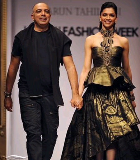 Deepika 039 S Walking In Shilpa 039 S Shoes