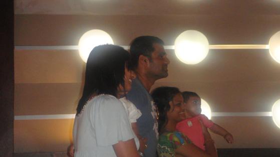 Sunil Shetty with fans
