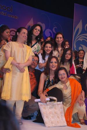 Hemant Trevedi and Radhike Khanna with the children