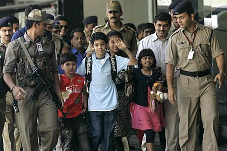 Slumdog kids return to Mumbai