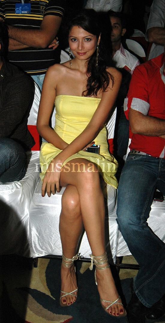 Anusha sharma hot sexy booty - 1 5