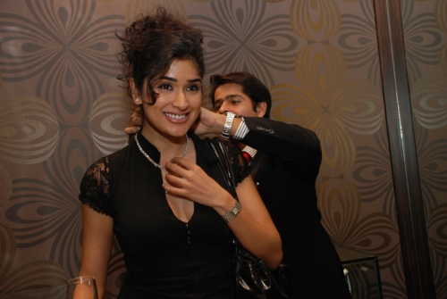 Anjali Zaveri trying ceres jewellery