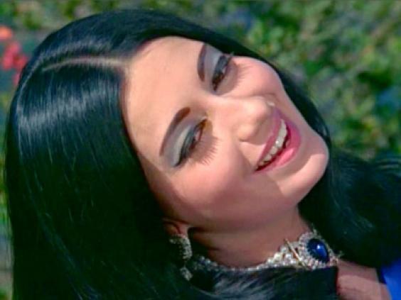 Kareena Kapoor Postpones Plans For Her Mother Missmalini