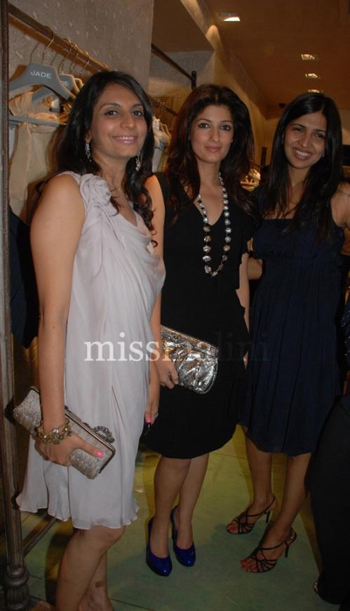 Twinkle Khanna (center)