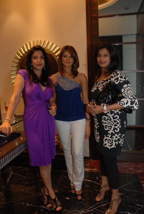 Maheep Kapoor (in ceres jewellery), Nandita Mahatani and Pinky Reddy