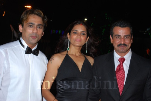 Ronit Roywith wife Neelam and host Anuj Saxena at the launch of BeYu