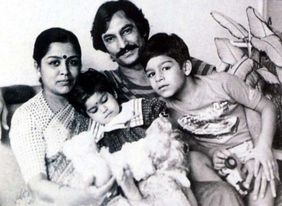 Vivek Oberoi (far right)
