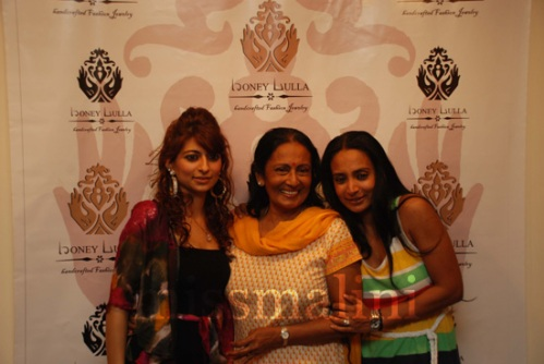 Honey Lulla with Suchitra Pillai with mother Nicky Pillai