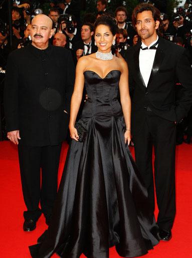 Rakesh Roshan, Barbara Mori and Hrithik Roshan (photo courtesy bollywood.celebden.com)