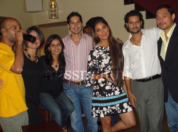 Pooja+bhatt+family+photo